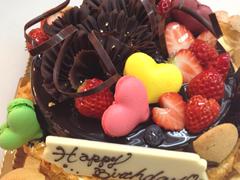チョコレートムースのデコレーションケーキ