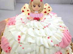 お姫様のデコレーションケーキ