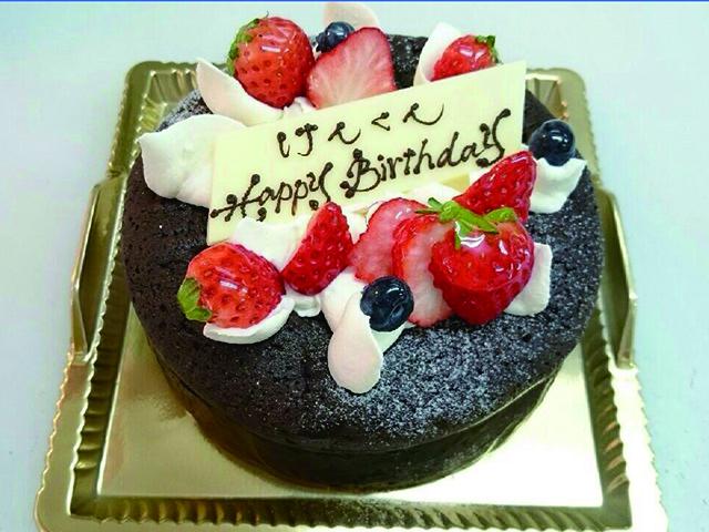 男のチョコレートケーキ
